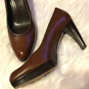 EUC Stuart Weizmann leather pumps